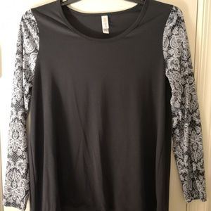 LuLaRoe Lynnae L tunic top Black Lace Print